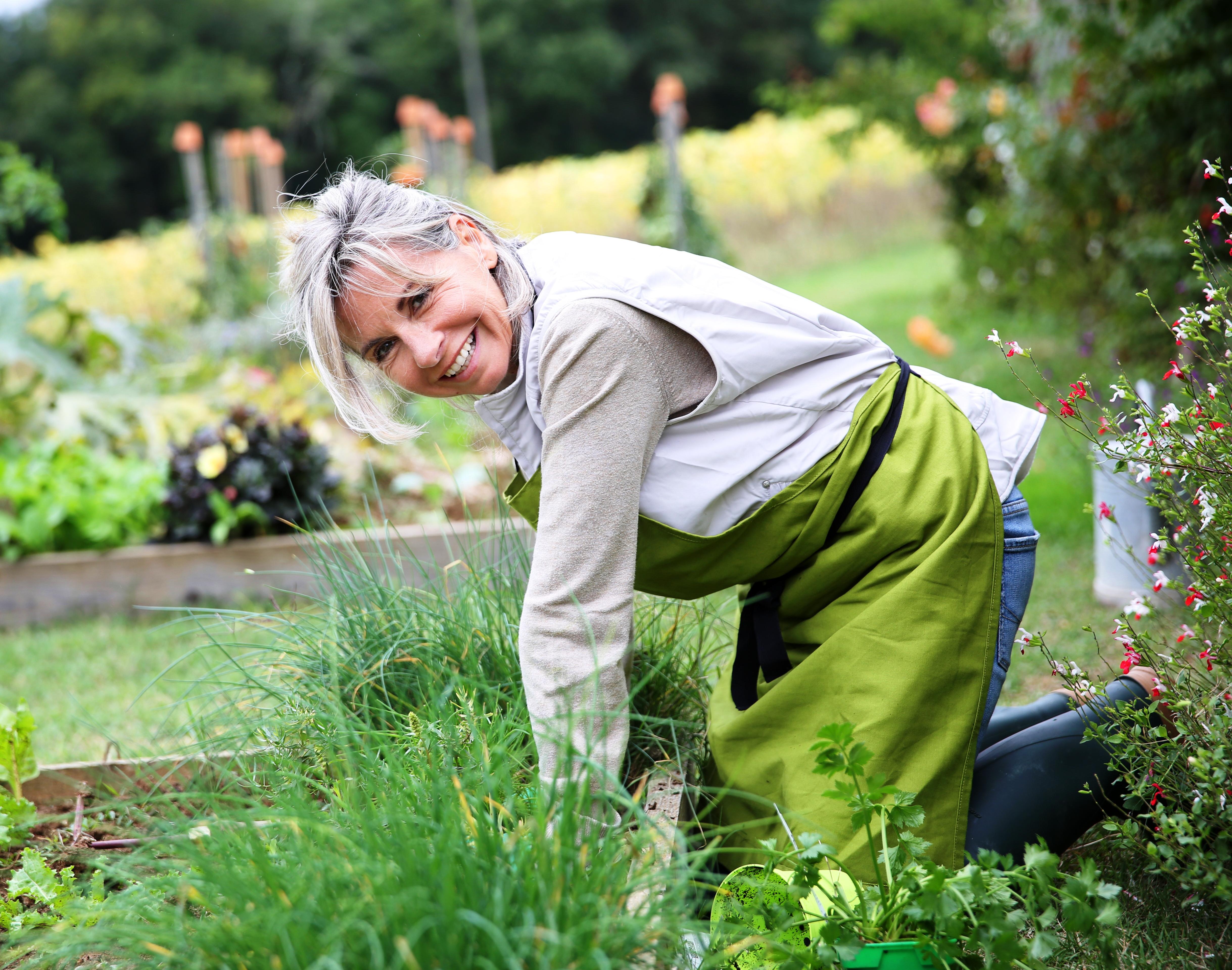 Как работать, чтобы не скрючило в огороде