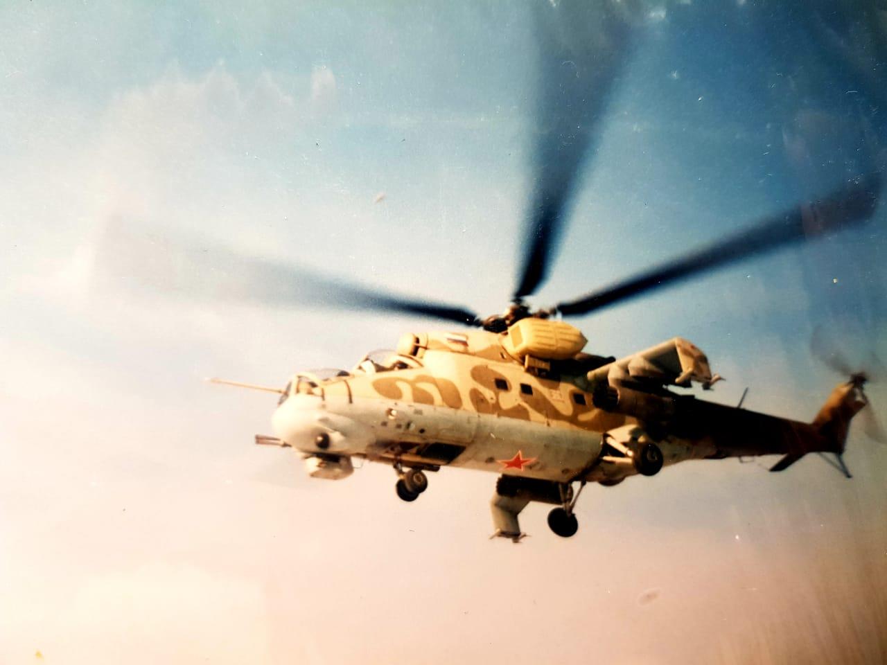 Уникальные фотографии: БТГР 3 ПДБ сажает вертолеты на площадку приземления