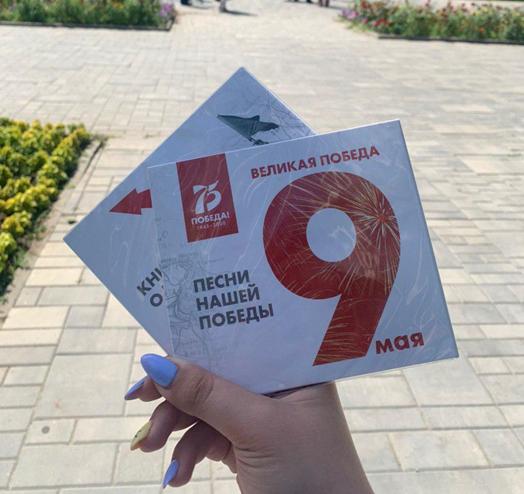 Волонтеры подарили жителям Ростова диски и аудиокниги о Великой Отечественной войне