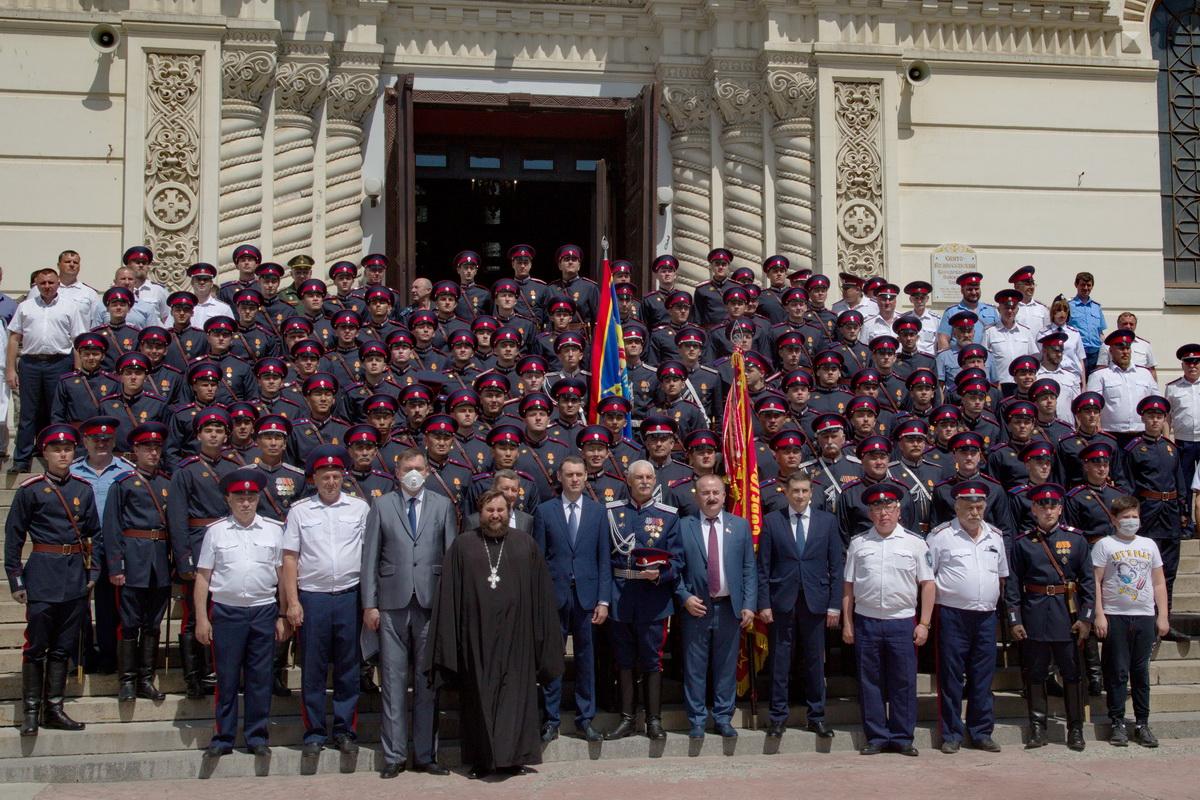 Торжественная встреча казаков Всевеликого войска Донского, принявших участие в военном параде на Красной площади