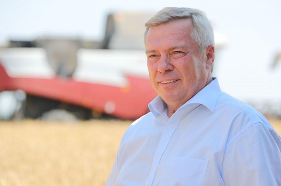 Донские хлеборобы намолотили уже 10 миллионов тонн зерна