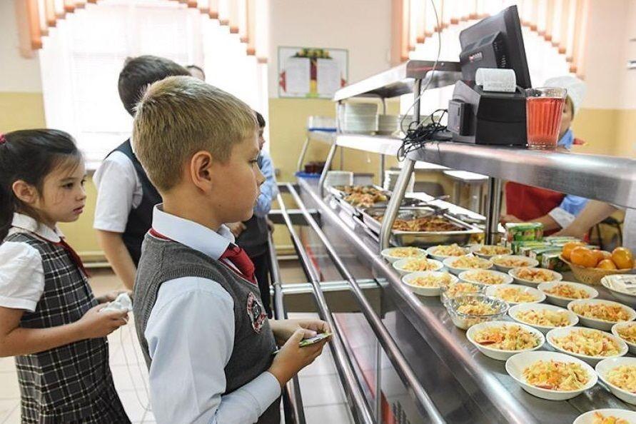 Всех младших школьников Ростовской области обеспечат бесплатным горячим питанием