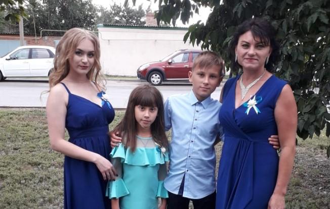Лукшина Юлия из хутора Рябичев присоединилась к конкурсу » Мамина улыбка»