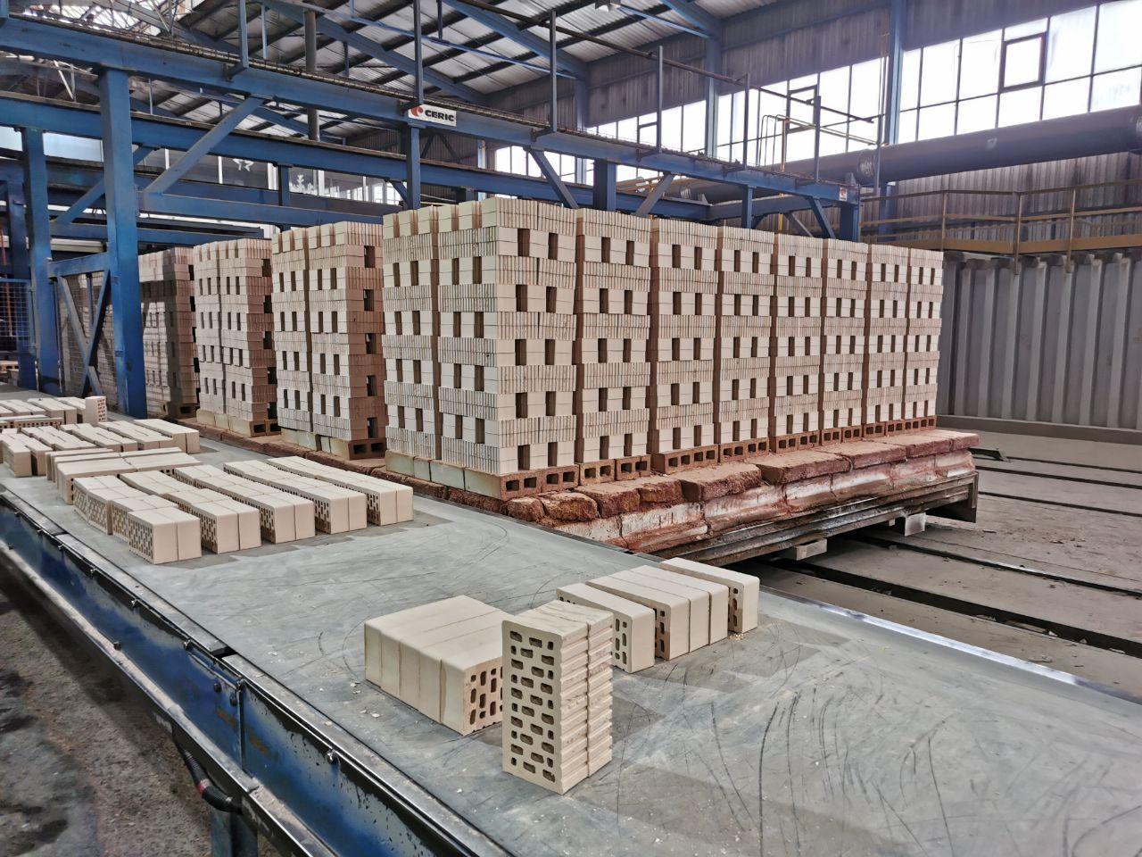 На Аксайском кирпичном заводе повышают производительность труда