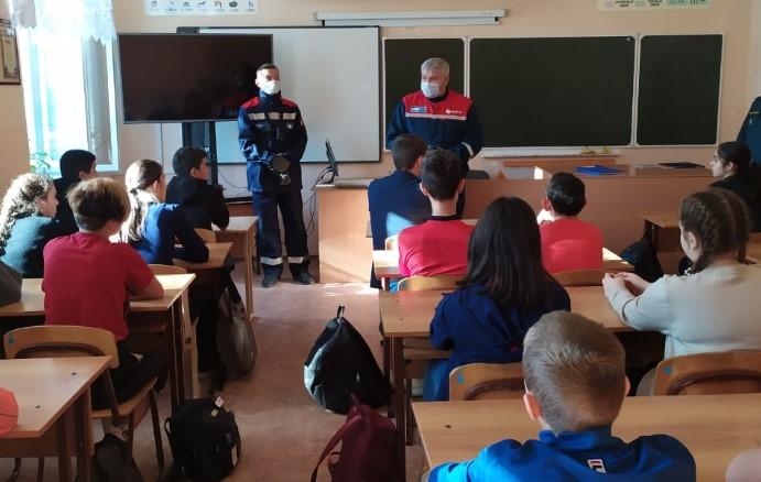 На базе Лагутнинской СОШ специалисты системы профилактики Волгодонского района встретились с учащимися 7-8 классов