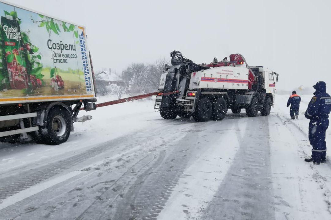 Областные спасательные службы готовы прийти на помощь при снежных заторах