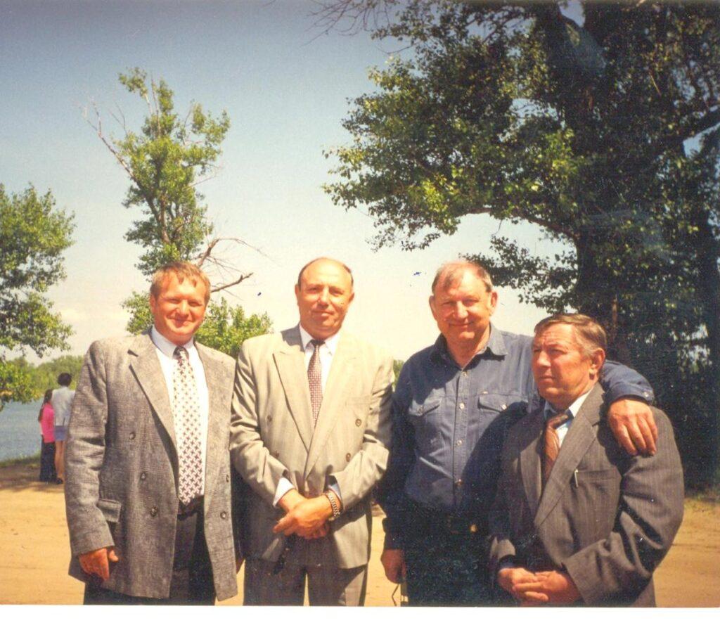 Администрация района. Меленцов Н.П. Ткачев В.Г., Сотников Н.А., Маркин М.Ф. 1996 год