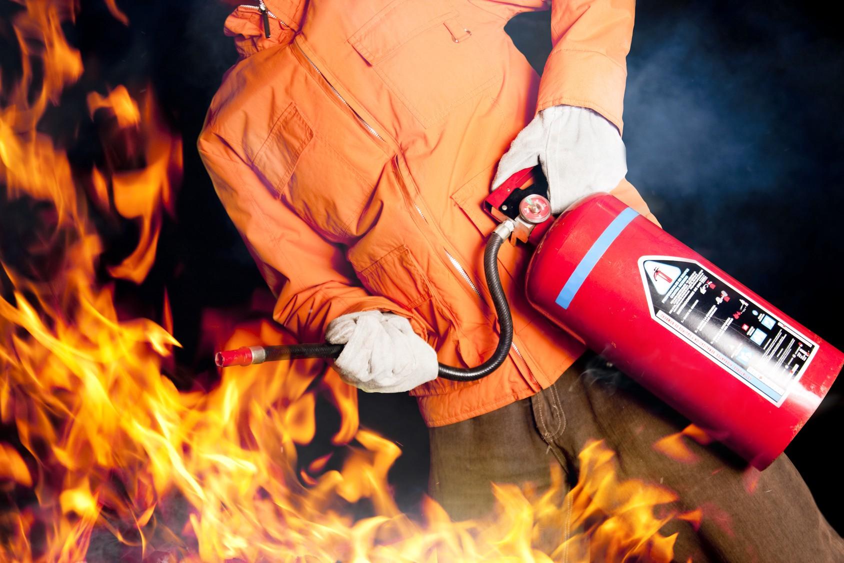 Сотрудники МЧС напомнили жителям Волгодонского района о пожарной безопасности в быту