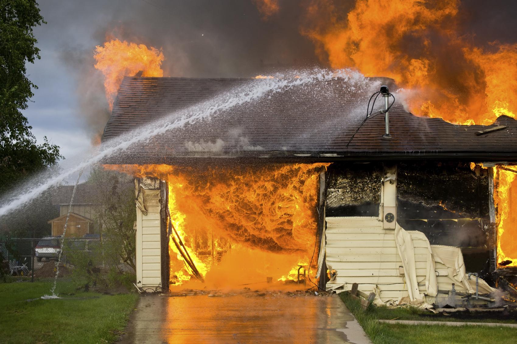 Названы основные требования пожарной безопасности для квартиросъёмщиков и домовладельцев