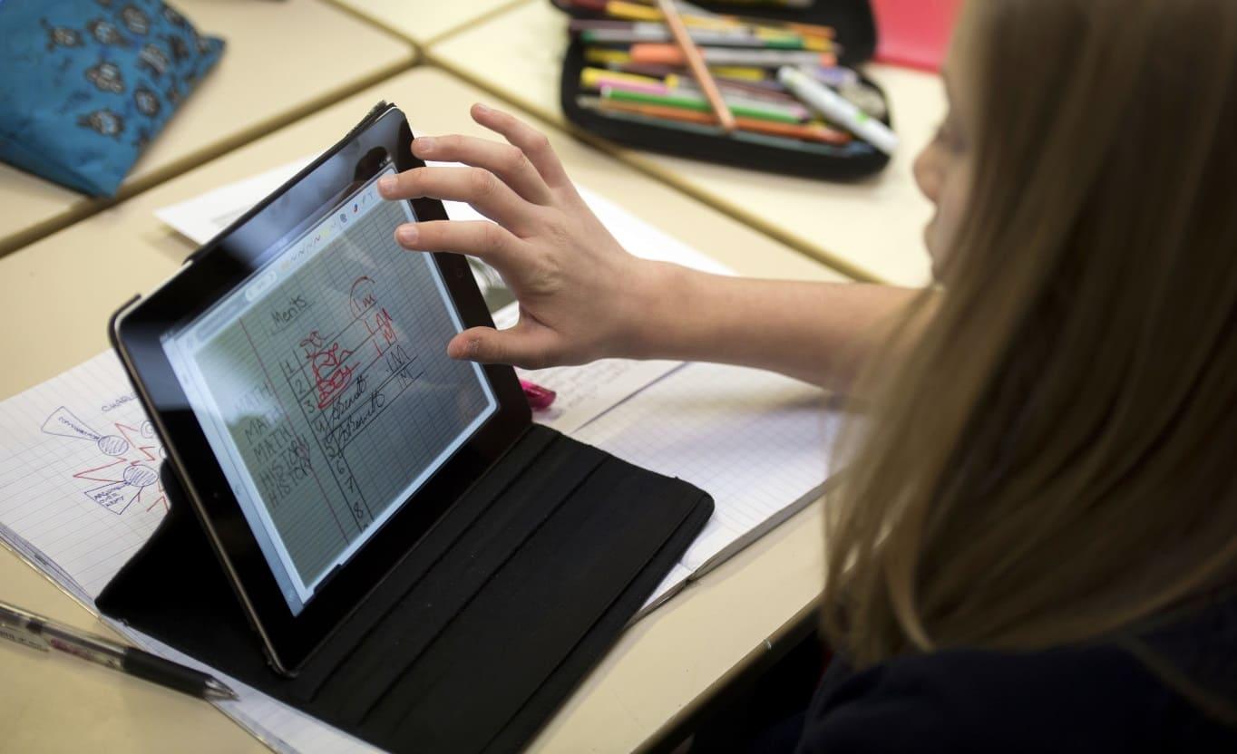 Донские школьники из многодетных семей получат планшеты для учебы и творчества