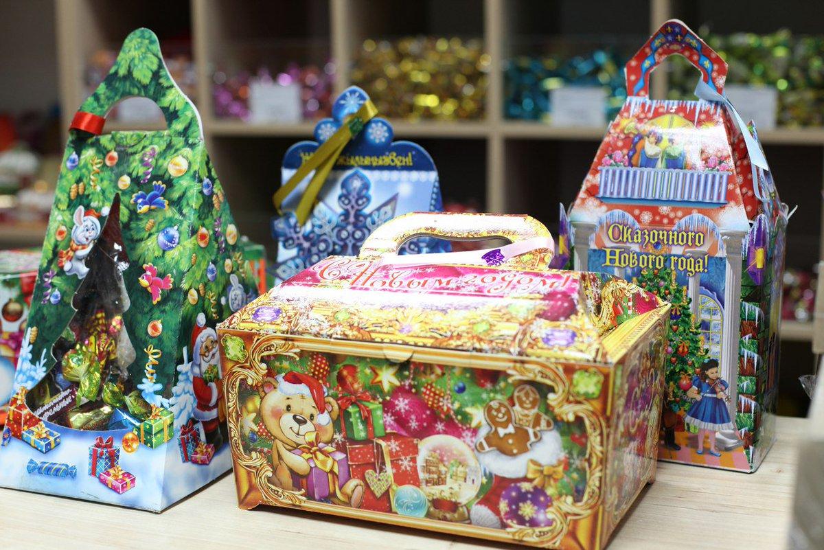 Одарённым школьникам Волгодонского района вручили новогодние подарки