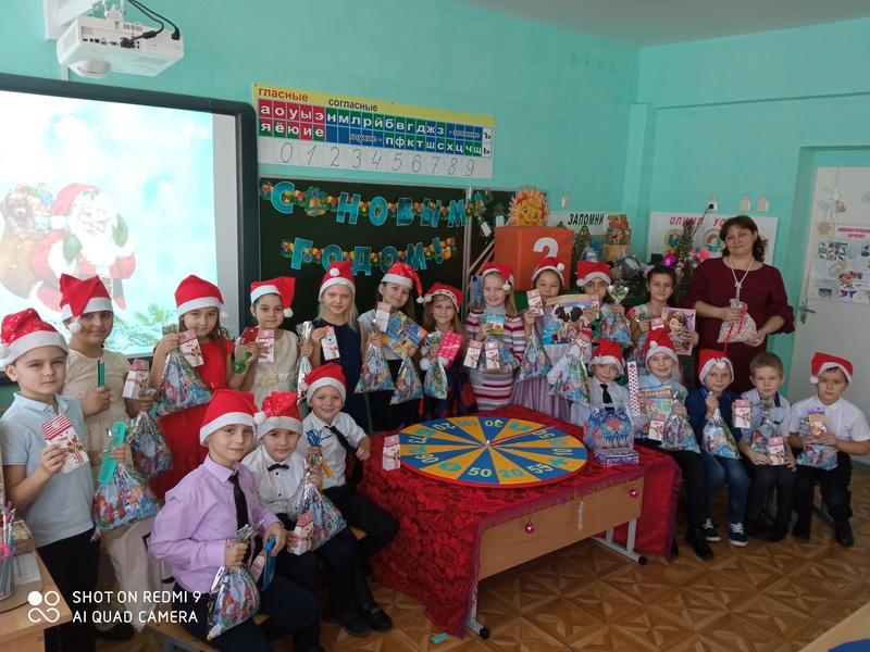Второклассники Побединской СОШ сыграли в новогоднее «Поле чудес»