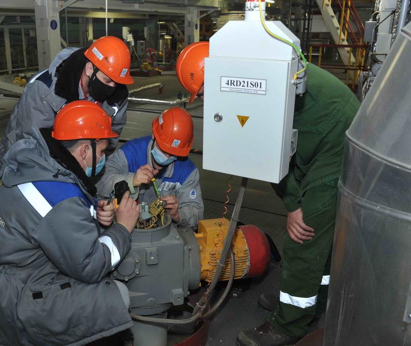 Более тысячи сотрудников специализированных предприятий участвуют в плановом ремонте на энергоблоке №4
