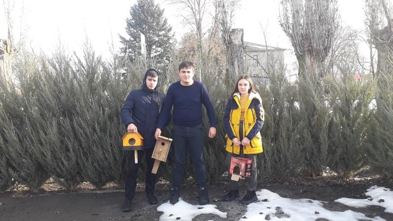 Ученики Донской школы поучаствовали в акции «Покормите птиц зимой!»