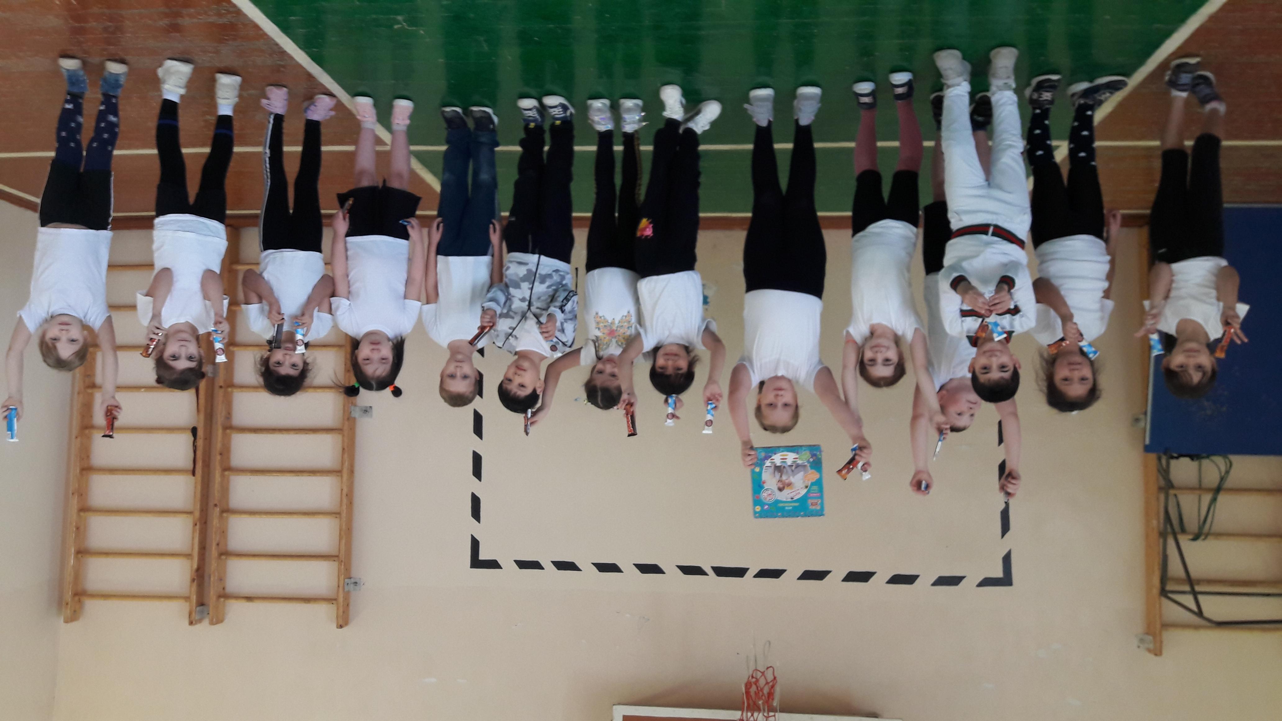 Первоклассники Побединской школы стали участниками спортивной эстафеты «Сильные, ловкие, быстрые»