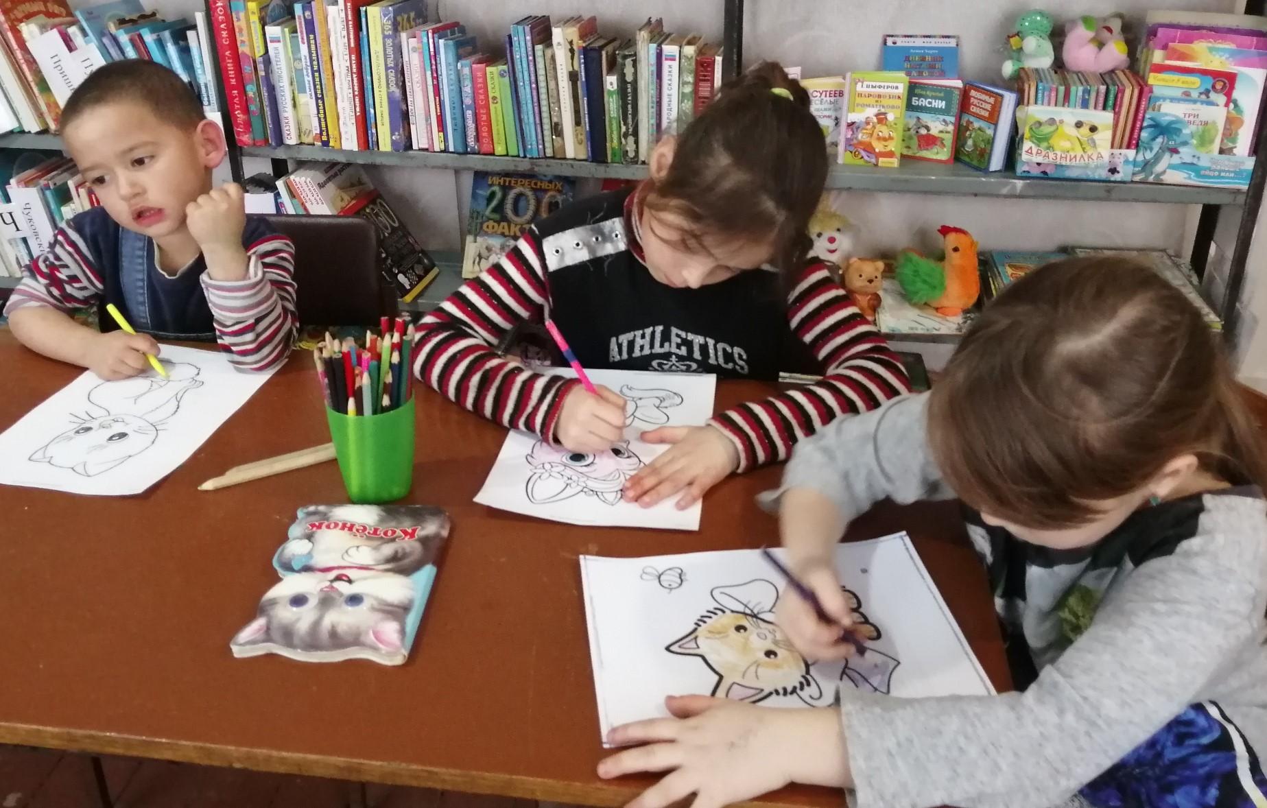 Читатели Ясырёвской библиотеки совершили путешествие в «Замурчательный мир кошек»