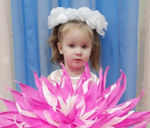 Кира Сывороткина становится участницей конкурса «Дарите женщинам цветы!»
