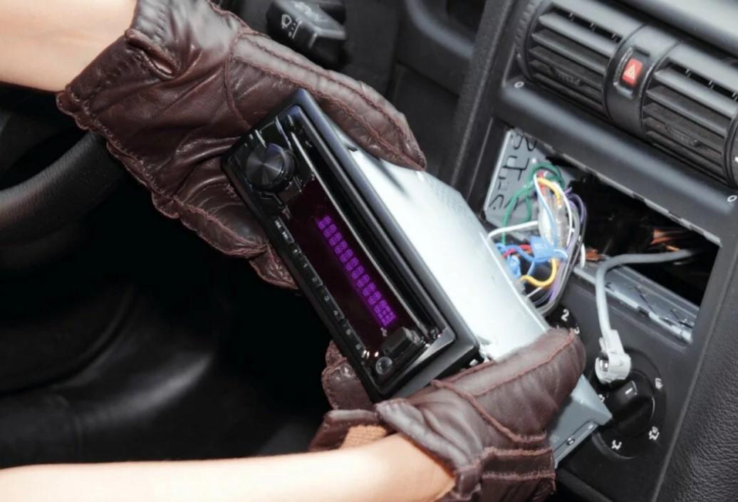 Сотрудники уголовного розыска Волгодонского района раскрыли кражу из автомобиля
