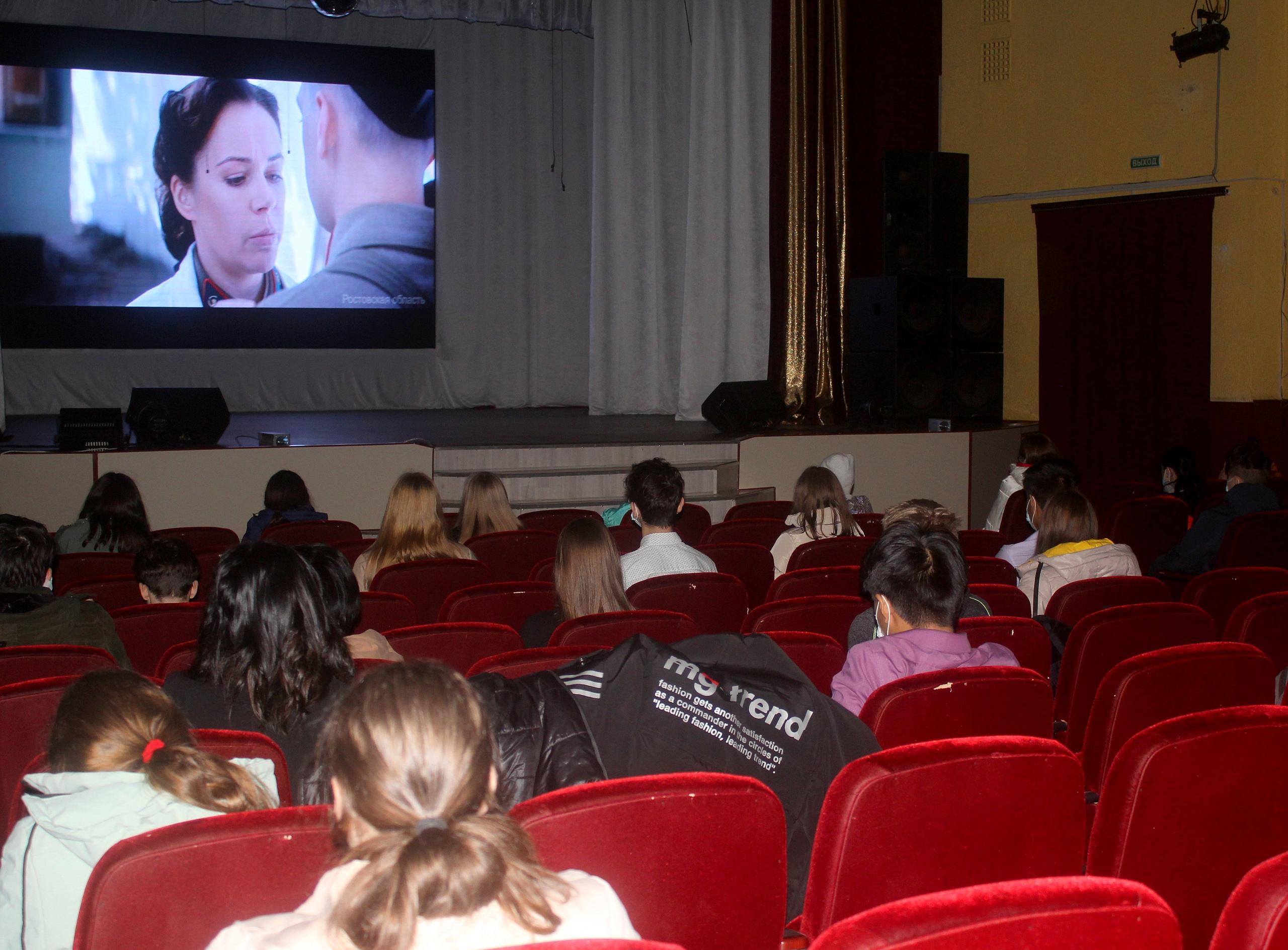 В учреждениях культуры Волгодонского района были проведены кинопоказы художественного фильма «Подольские курсанты»
