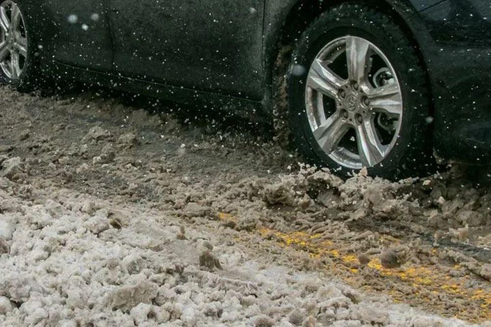 Из-за снега ГИБДД Волгодонска призывает водителей быть предельно внимательными на дорогах