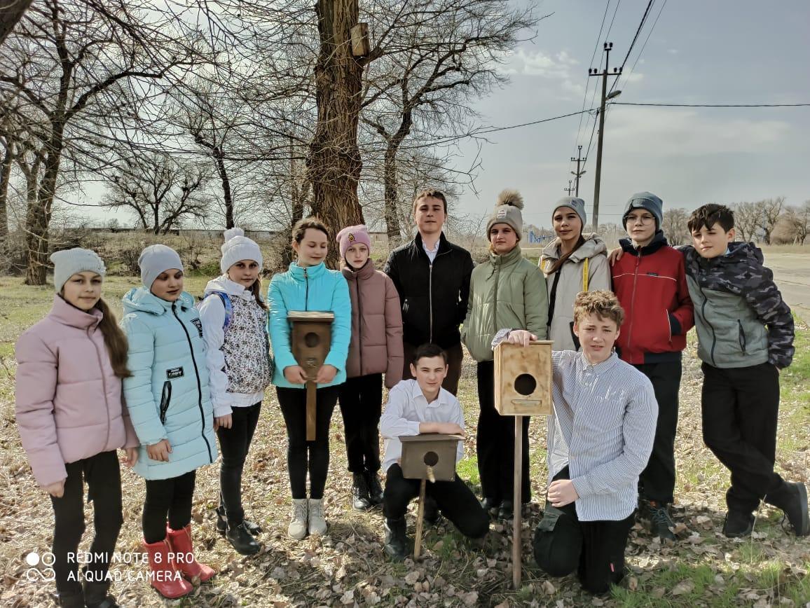 Пятиклассники Романовской школы позаботились о птицах