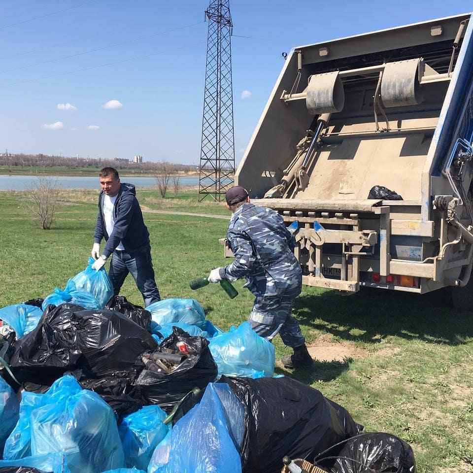 На природу без отходов: «ЭкоЦентр» собрал 10 куб. м. мусора на берегу Цимлянского водохранилища в рамках акции «Вода России».