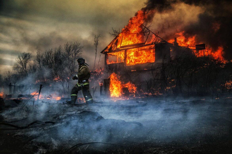 Неосторожность с огнём —  причина больших бед!