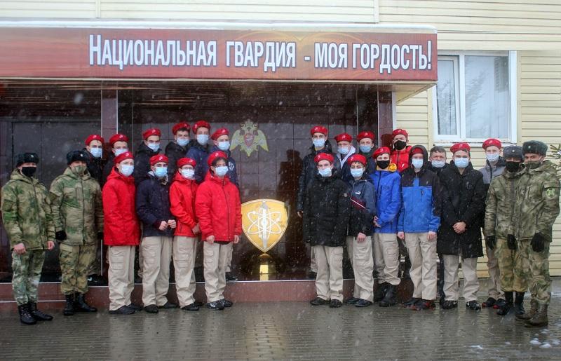 Юнармейцы Волгодонского района посетили с экскурсией войсковую часть 3504