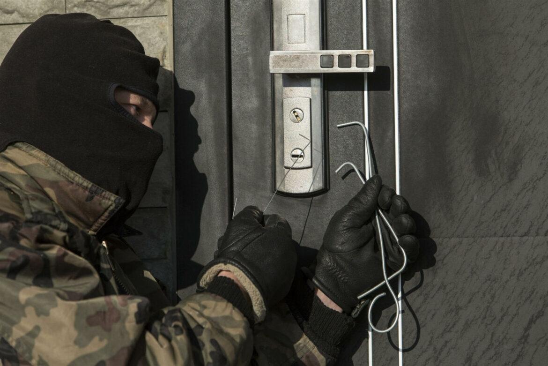 Как защитить свое имущество от квартирных воров?