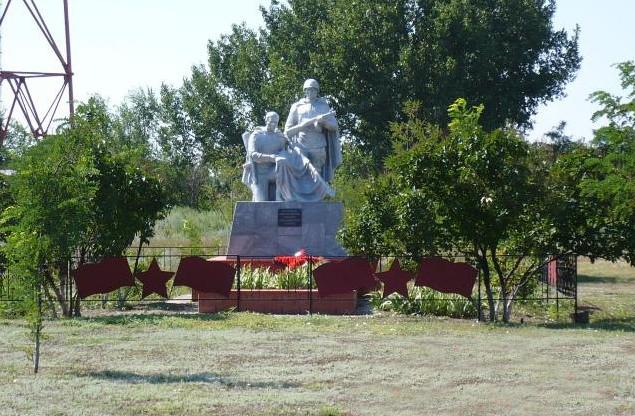 Памятникам в населённых пунктах Рябичёвского сельского поселения, как и памяти, жить вечно