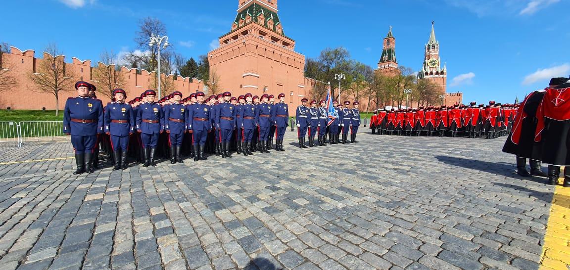 Роту казаков Войска Донского, принявшую участие в параде Победы, торжественно встретили в Новочеркасске