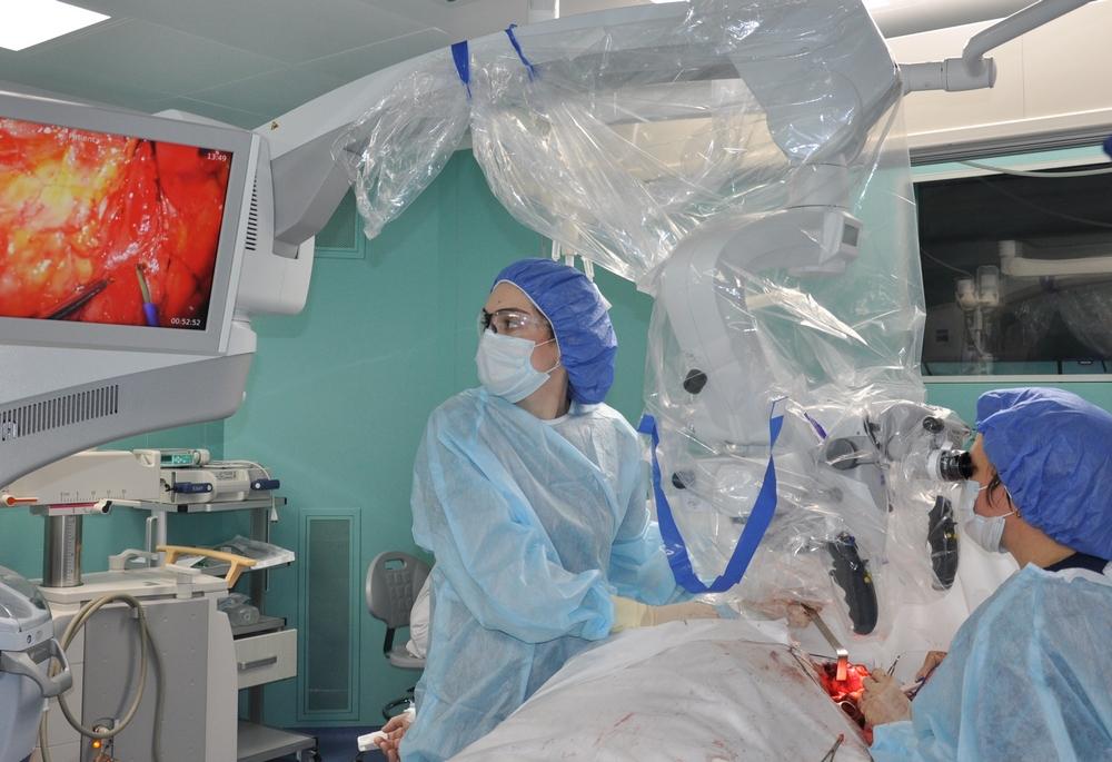 Врачи Ростовского НМИЦ онкологии перешли на новый уровень выполнения микрохирургических вмешательств