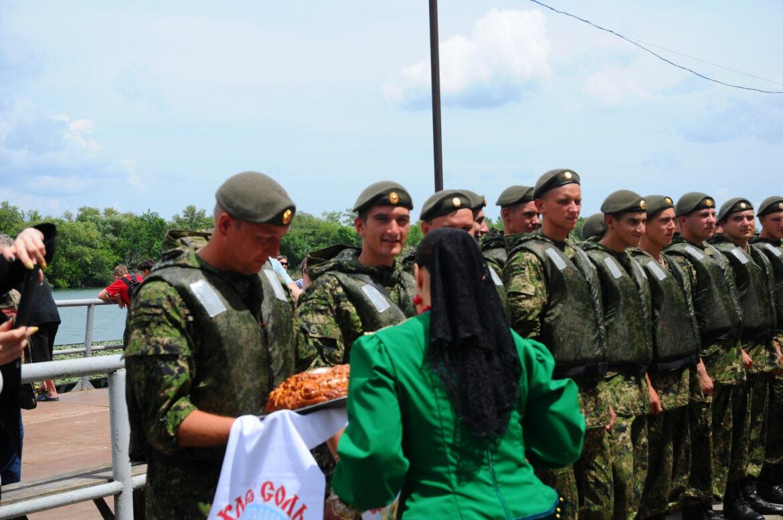 Прибывшим в рамках акции «Сплав Памяти» военным инженерам оказали радушный прием в Романовской