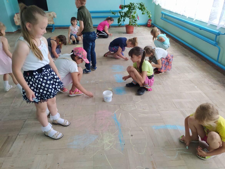 Весёлый праздник «Здравствуй, лето!» провели в Семёнкине