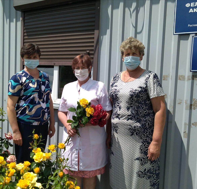 Сотрудники Холодненского СК поздравили фельдшера местного ФАПа с праздником