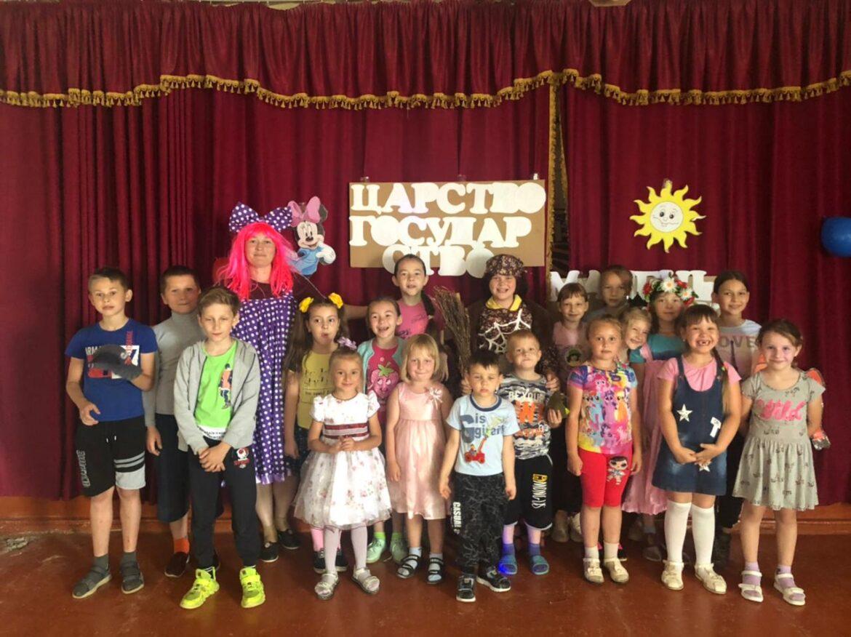«Царство-государство маленьких детей» встретило ребят в Парамоновском СК