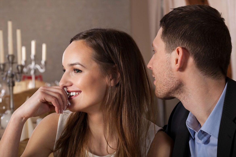 Почему считается, что женщина любит ушами, а мужчина глазами?