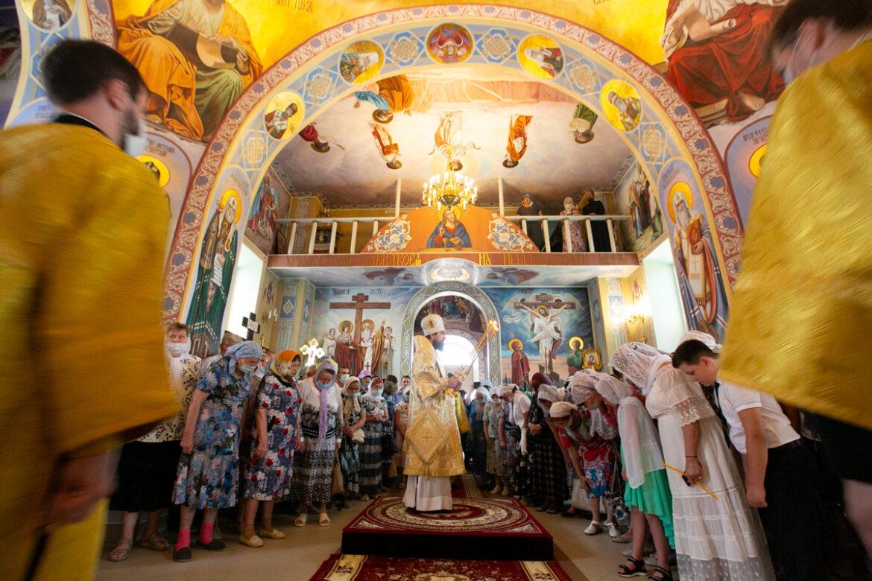 Великое освящение храма святителя Николая Чудотворца в хуторе Рябичев совершил епископ Таганрогский Артемий