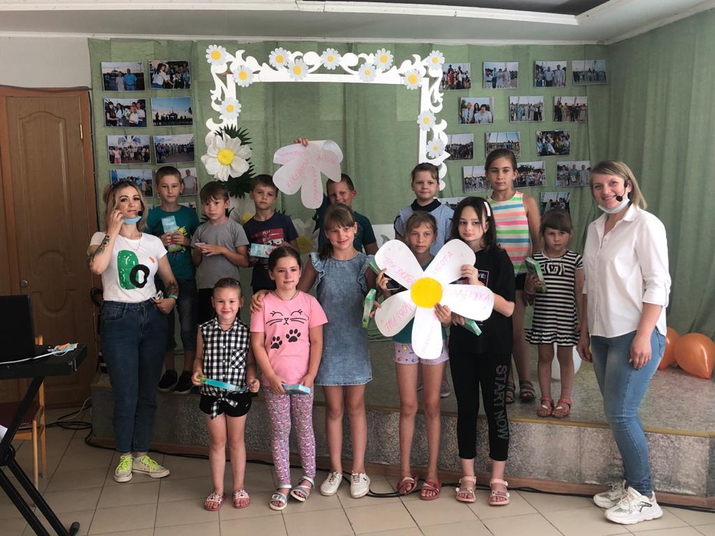 Детская игровая программа «Дружная семейка» состоялась в Романовском РДК
