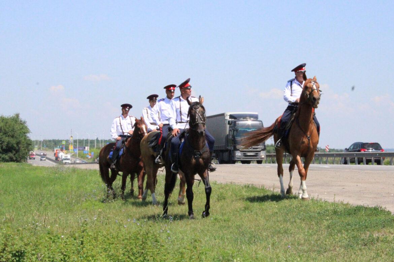 Конные подразделения Войска Донского приступили к противопожарному патрулированию участков трассы М-4 «Дон»