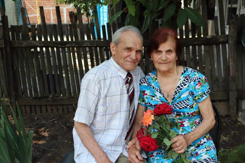 В 60-летний юбилей семейной жизни чете Персидсковых из хутора Потапов вручили награду «Во благо семьи и общества»