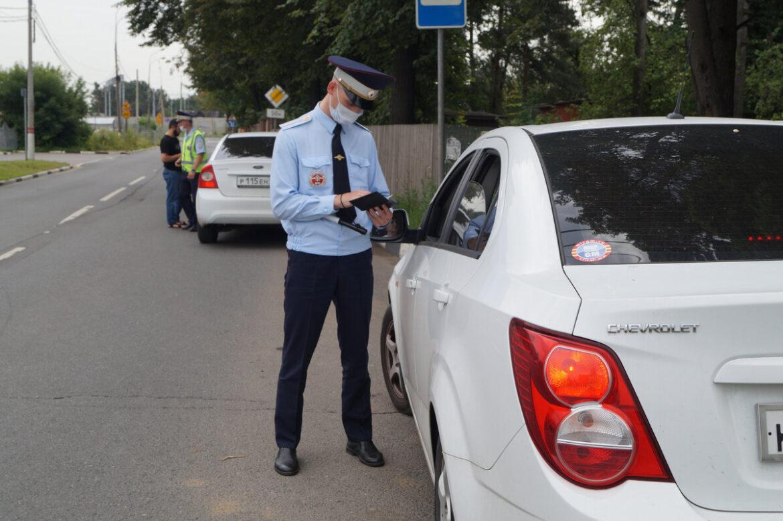 ГИБДД проводит в Волгодонском районе рейд по перекресткам, чтобы выявить нарушителей