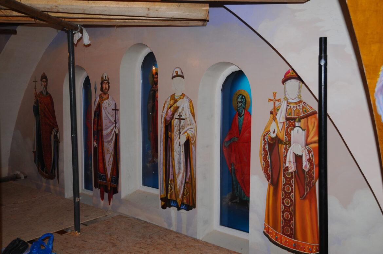 В храме Благоверного Святого князя Александра Невского в Потапове начали роспись стен и купола