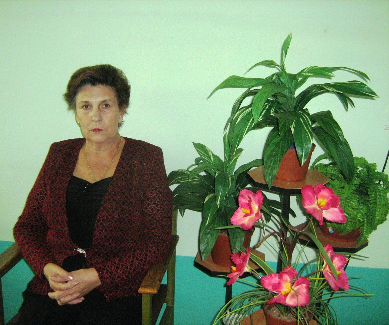 Коллектив Краснодонской школы поздравляет Людмилу Алексеевну Токоренко с 75-летним юбилеем