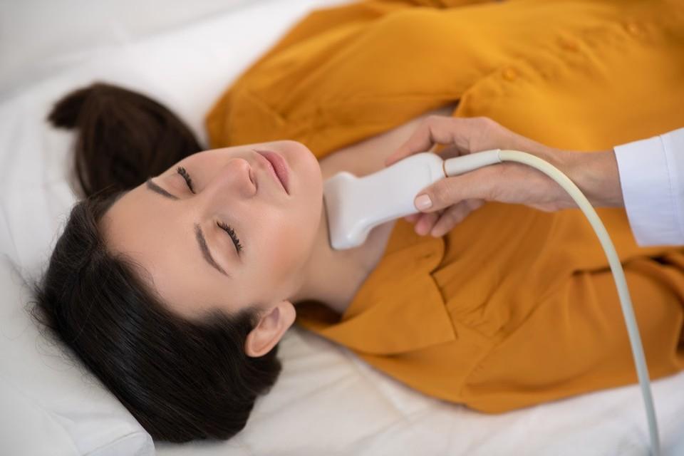 Врач-эндокринолог рассказала, как заболевания щитовидной железы влияют на течение коронавируса