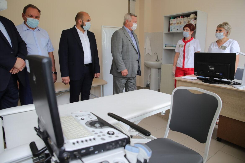 Василий Голубев поручил разработать новые меры для привлечения медицинских кадров