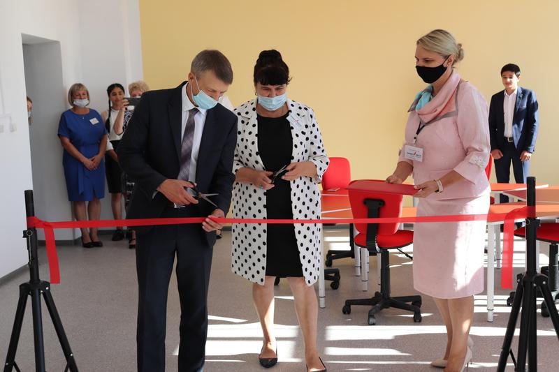 В Волгодонском районе торжественно открыты центры естественно-научной и технологической направленности «Точки роста»