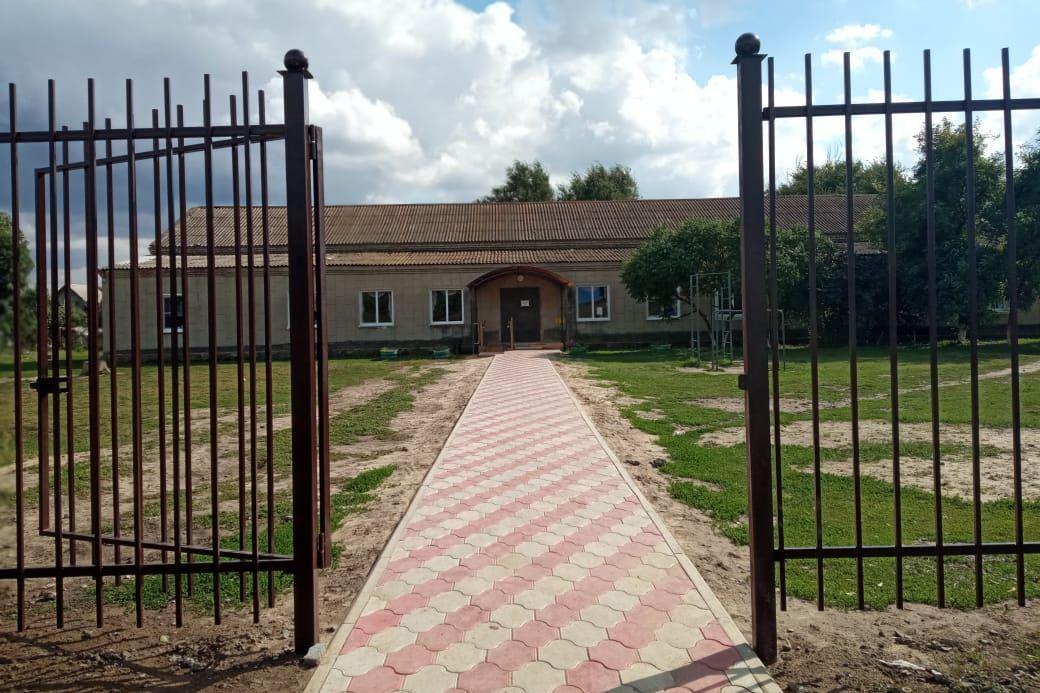 В хуторе Лагутники благоустроили территорию у Дома культуры