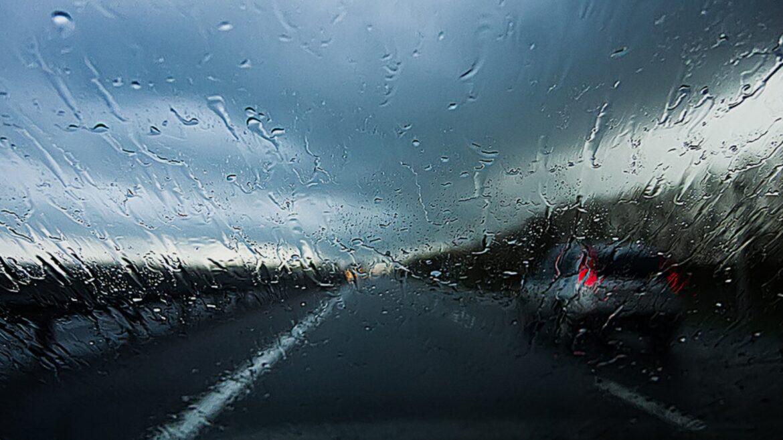 Из-за ухудшения погоды донских водителей призывают соблюдать скоростной режим и увеличить дистанцию