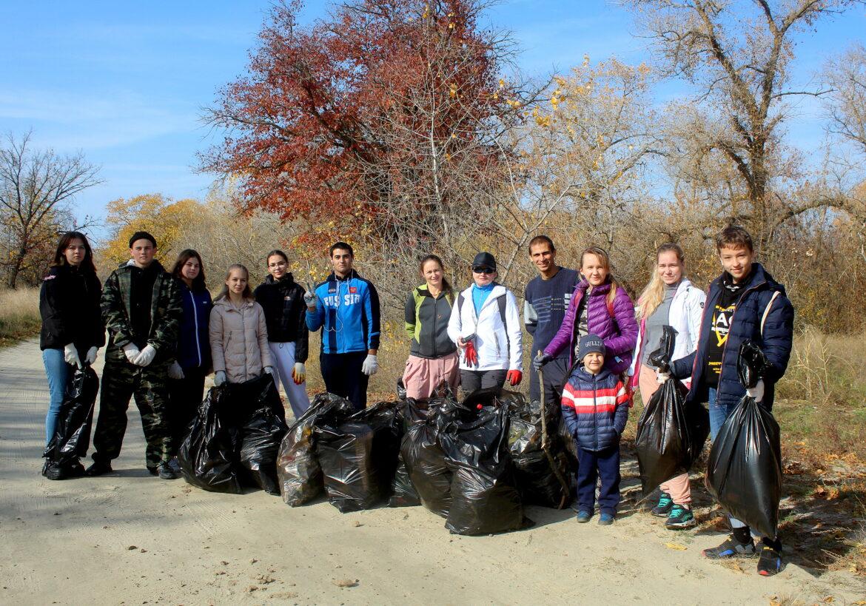 Волонтеры Волонтерского движения Волгодонского района присоединились  к осенней экологической акции